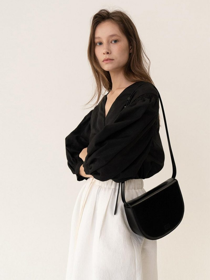 Essential Tray Shoulder Bag Black