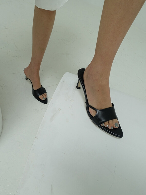 RL3-SH030 Cut-out Pointed Sandals